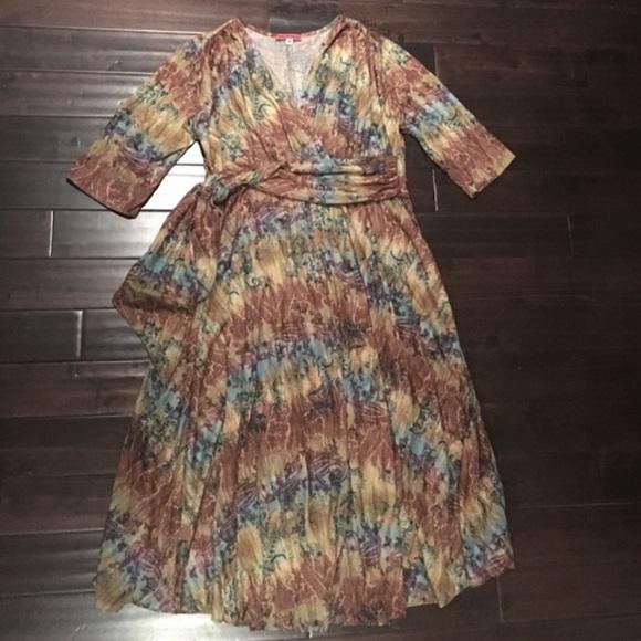 Maternal America Dresses & Skirts - Maternal America! Gorgeous dress size M